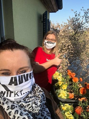 Lisa Kriesinger von WirKT und Integrationslotsin Paulina Kriesinger sind dank den von Ehrenamtlichen genähten Masken gut geschützt.